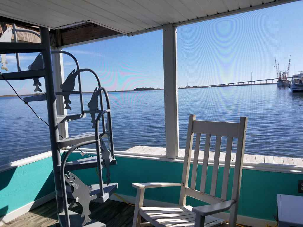 Houseboats For Rent in Apalachicola | Florida Houseboat Rentals